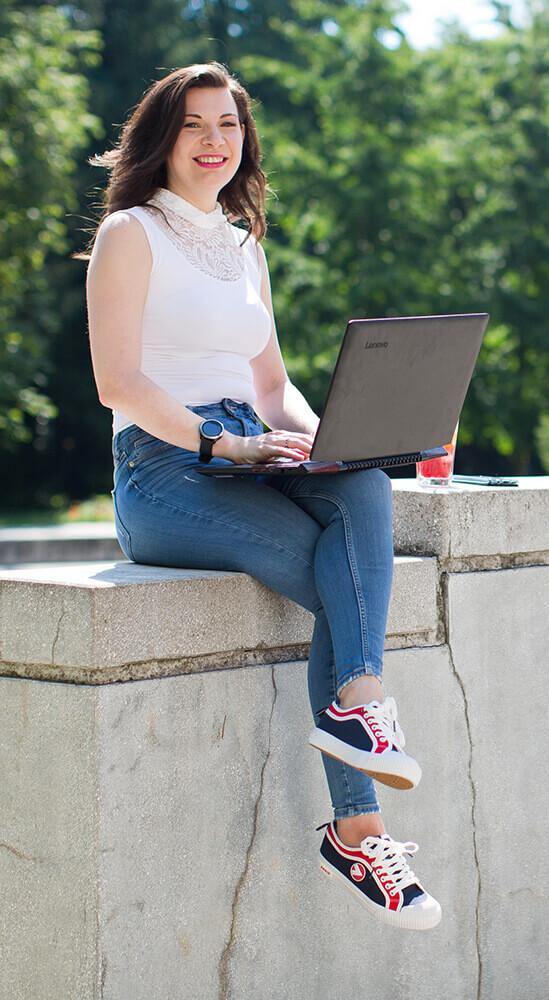 Pócsik Emese vagyok, Webdesigner, Front-end / WordPress fejlesztő és online oktató